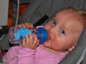 จีน คุมเข้มผู้ผลิตนมผงดัดแปลงสำหรับทารกภายในประเทศ
