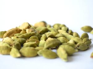 จีนเร่งสอบสวนหลังพบผู้ผลิตใช้ผลไม้เน่าเสียเพื่อแปร...